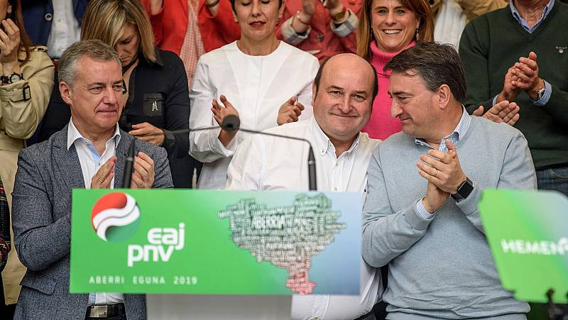 PNV exige actualizar el autogobierno y Bildu hacer un frente de izquierdas contra la extrema derecha