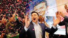 El cómico Zelenski arrasa en las elecciones presidenciales en Ucrania, según los sondeos a pie de urna