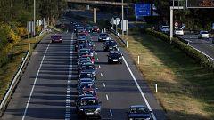 Tarde complicada en las carreteras, con retenciones de decenas de kilómetros en los accesos a las grandes ciudades