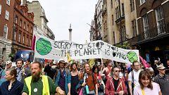 La semana de protestas por el clima en Londres se saldan con el bloqueo de espacios públicos y 1000 detenidos