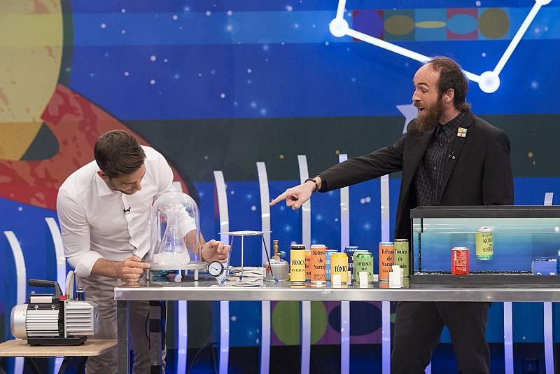 Física con Javier Santaolalla -  Laboratorio en la cocina