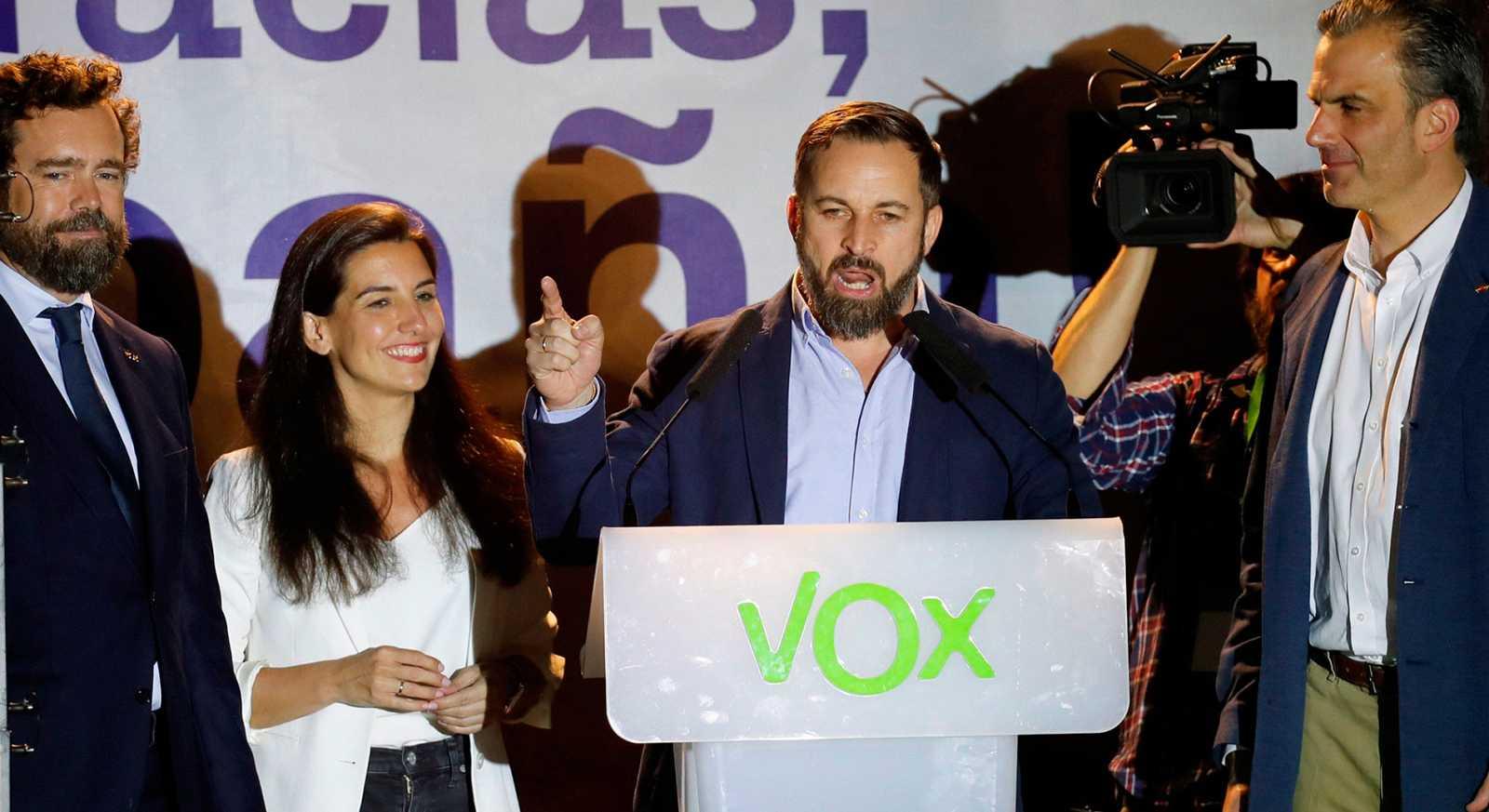 """El líder y candidato a la Moncloa de Vox, Santiago Abascal, ha valorado en clave triunfalista los resultados de su partido en las Elecciones Generales 2019, en las que ha obtenido 24 diputados.""""Os dijimos que iniciabamos una reconquista y eso es lo q"""