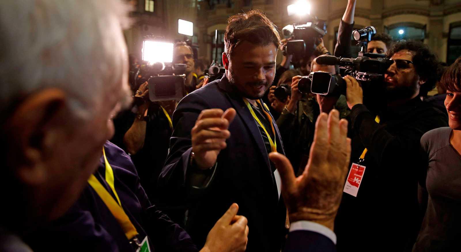 """El número dos de Esquerra Republicana de Catalunya, Gabriel Rufián, ha valorado muy positivamente los resultados de la formación independentista en las Elecciones Generales 2019, en las que ha obtenido 15 escaños. """"Nosotros esta noche somos más felic"""