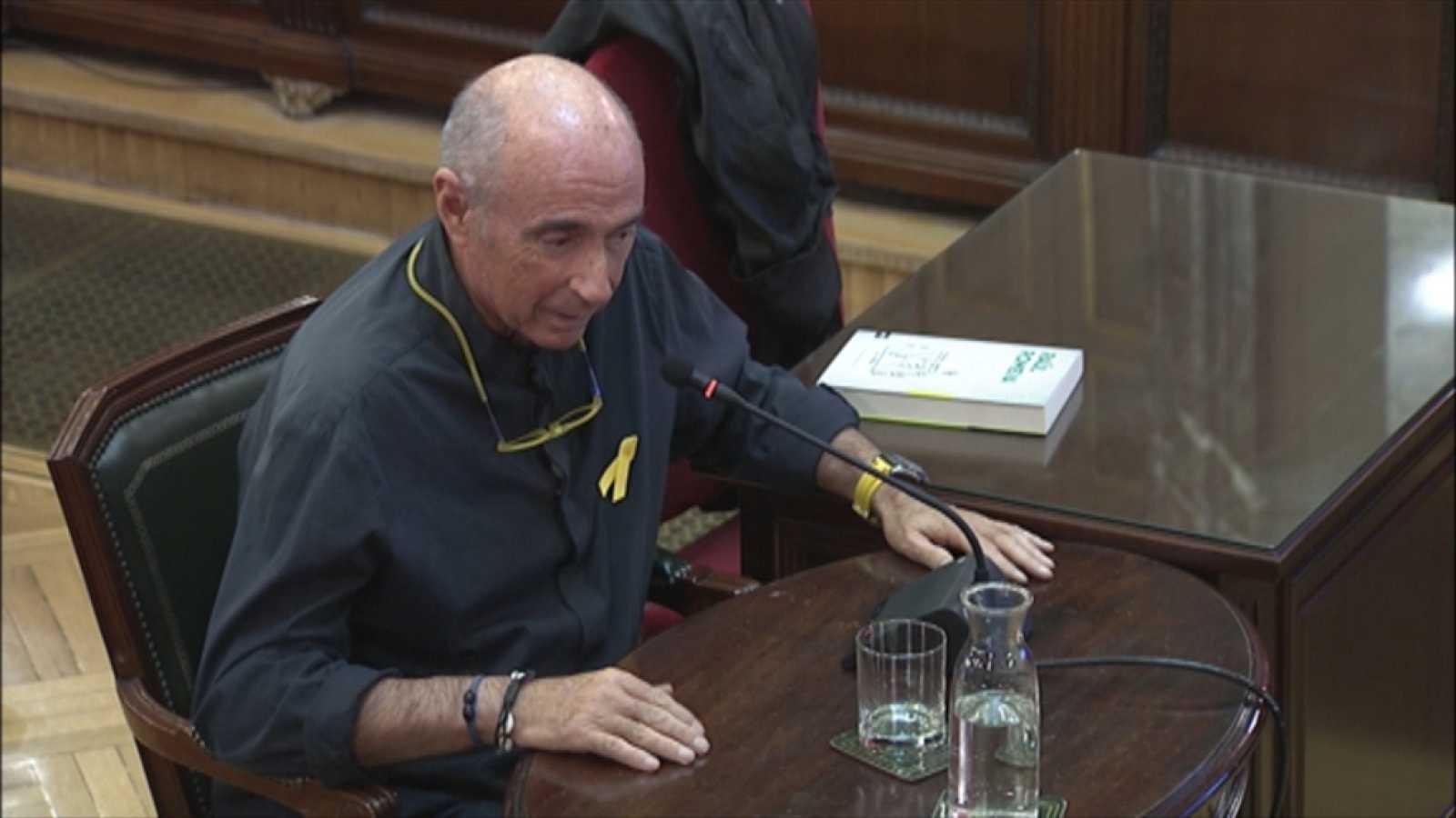 Lluís Llach relata cómo Cuixart y Sànchez le pidieron que colaborara para hacer un cordón de seguridad a los coches