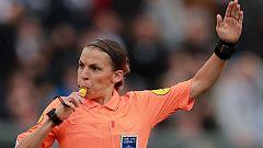 Stephanie Frappart, primera mujer en arbitrar en la Ligue 1