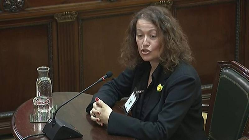 La senadora de ERC Castel asegura que a ella la pegaron por la espalda cuando estaba haciendo fotos