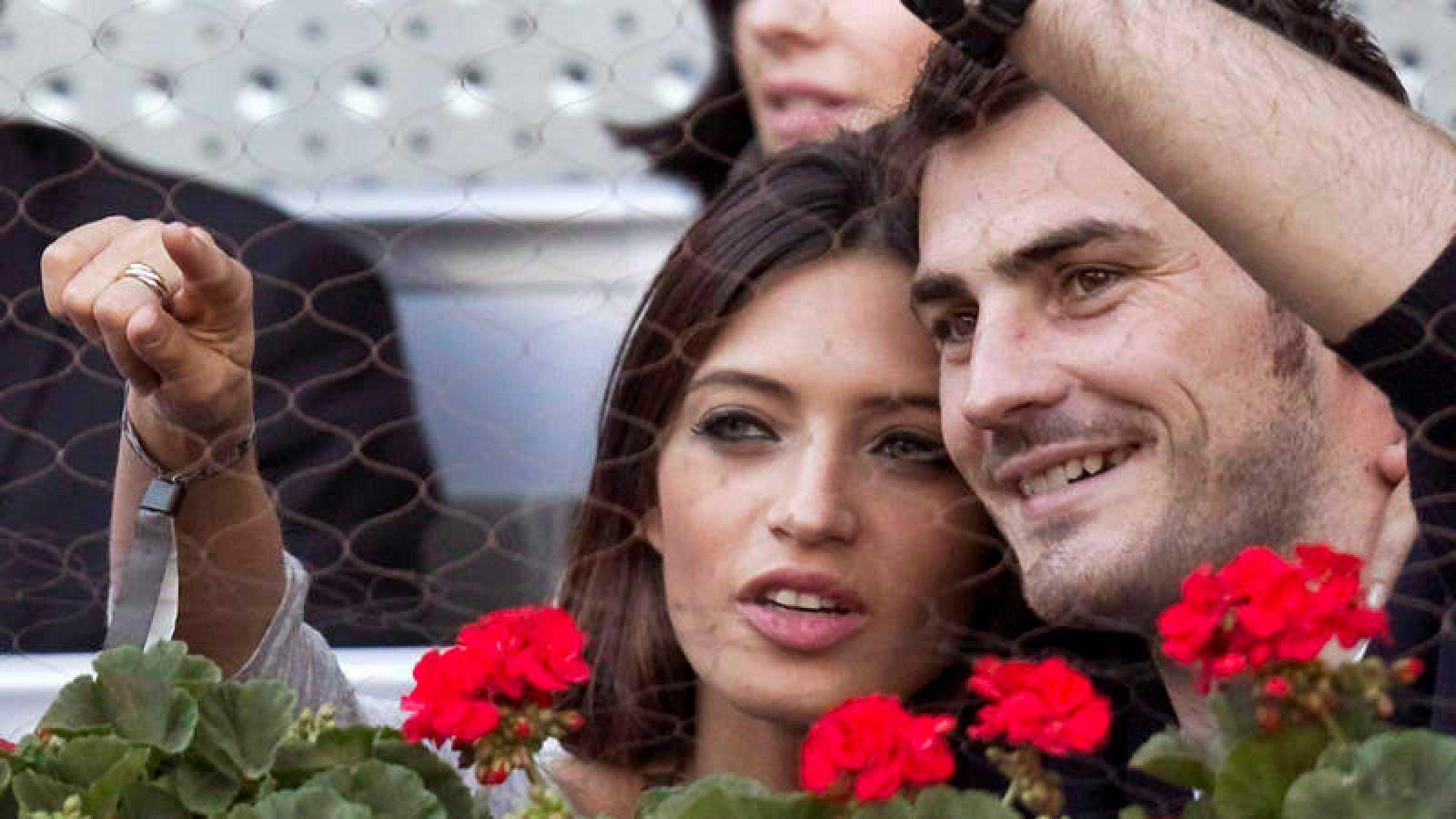 El portero del Oporto Iker Casillas podría salir el próximo lunes del hospital en el que se encuentra hospitalizado tras sufrir un infarto el pasado miércoles. Su entrenador y sus compañeros no han dejado de apoyar al portero.