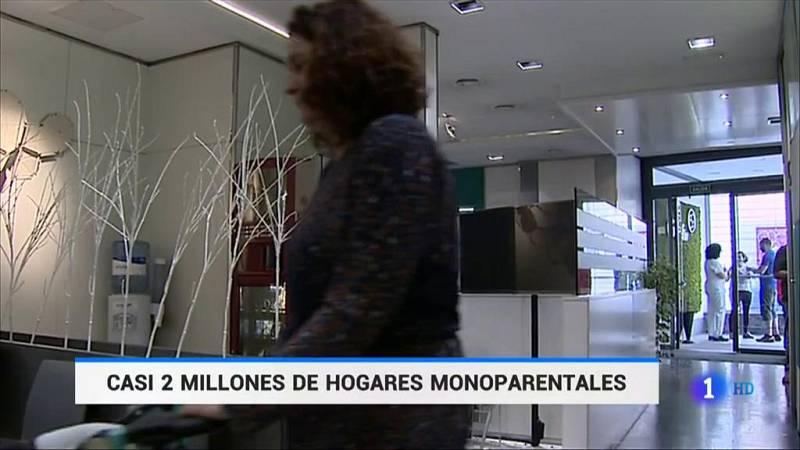 Casi dos millones de hogares en España son monoparentales