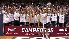 Uni Girona alza la copa de campeón de Liga