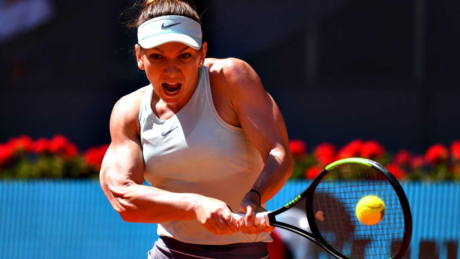 La rumana Simona Halep venció a la suiza Belinda Bencic, por 6-2, 6-7(2) y 6-0, en una hora y 57 minutos, y se clasificó para disputar por cuarta vez la final del Mutua Madrid Open, y por tanto se encuentra a una sola victoria de recuperar el puesto