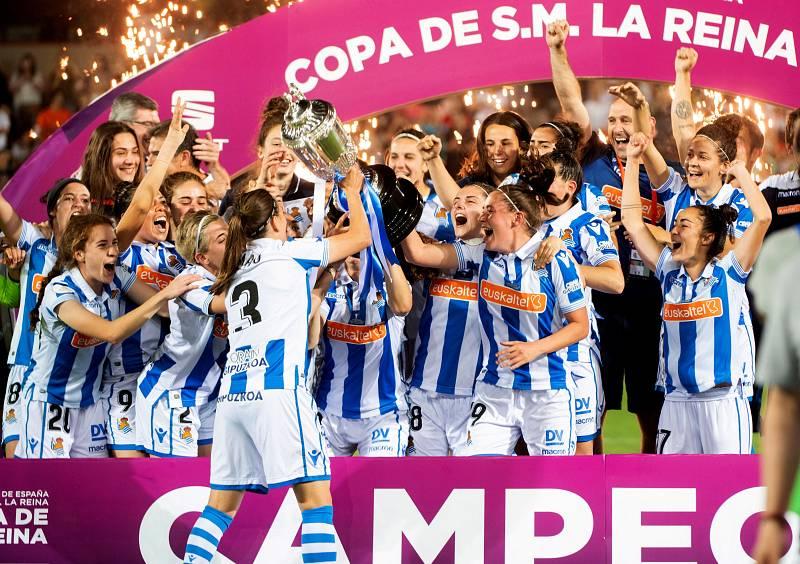 Alegría en San Sebastián tras la victoria de la Real Sociedad en la Copa de la Reina