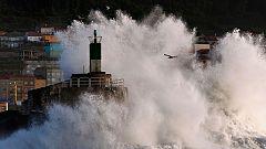 Viento fuerte de Levante en el Estrecho y viento fuerte en el litoral norte de Galicia