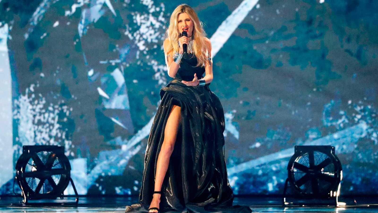 """Eurovisión 2019 - Serbia: Nevena Bozovic canta """"Kruna"""" en la primera semifinal"""