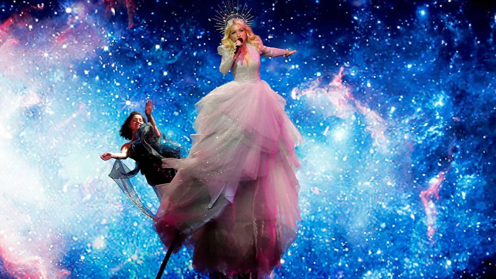 "Eurovisión 2019 - Australia: Kate Miller-Heidke canta ""Zero gravity"" en la primera semifinal"