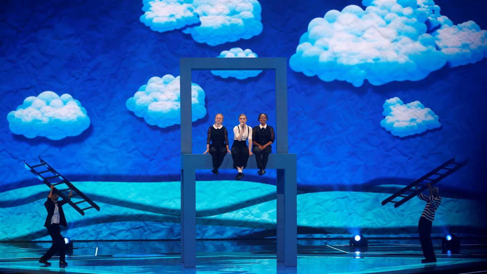 "Eurovisión 2019 - Dinamarca: Leonora canta ""Love is forever"" en la segunda semifinal"