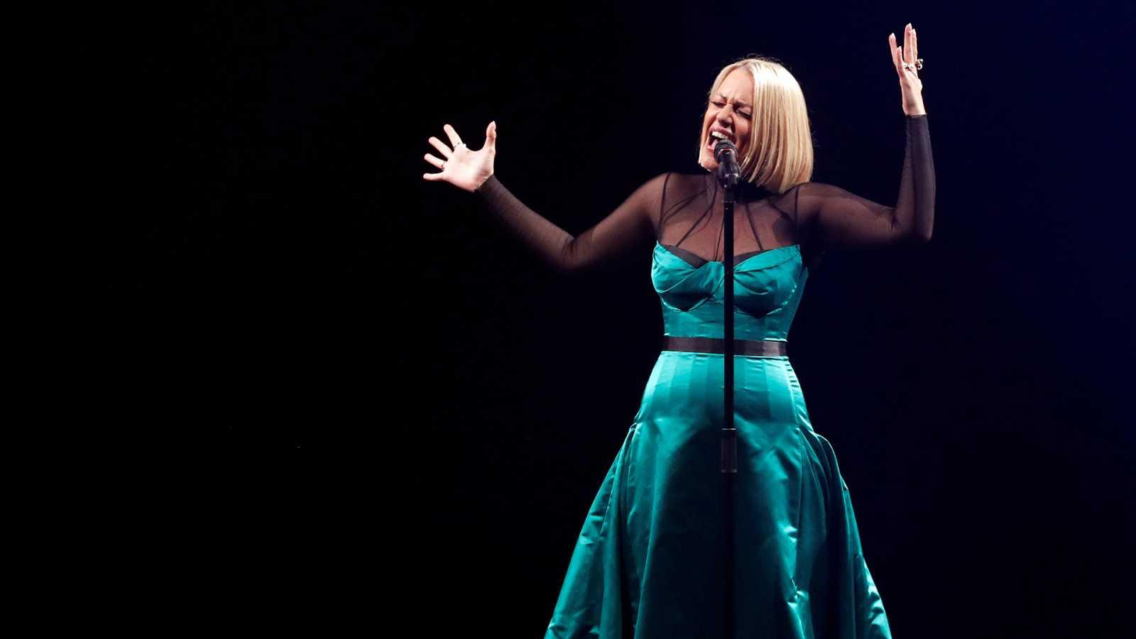 "Eurovisión 2019 - Macedonia del Norte: Tamara Todevska canta ""Proud"" en la segunda semifinal"