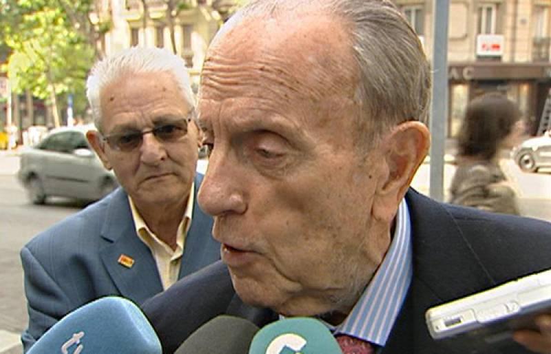 """El presidente fundador del PP, Manuel Fraga, asegura que presentar una moción de censura sería como pedir a Rajoy que se """"suicidara""""."""