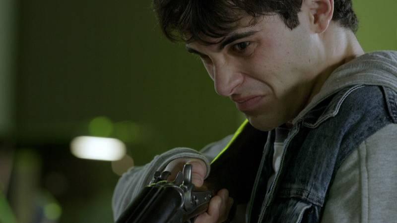 La Caza. Monteperdido - Quim se presenta en el cuartel con una escopeta