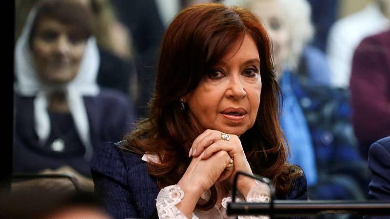 Cristina Fernández de Kirchner se sienta en el banquillo por corrupción