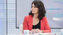 """Isabel Serra (Podemos) escenifica el acercamiento con Errejón: """"Tenemos claro que el objetivo es echar al PP"""""""