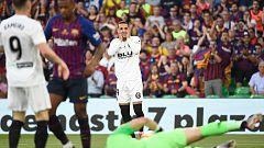 Gran oportunidad para Rodrigo que salva Piqué bajo palos