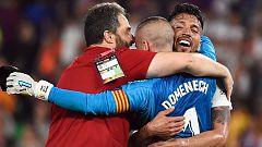 Alegría en el Valencia tras el pitido final (1-2)