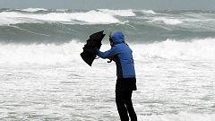 Fuerte viento y oleaje en Canarias y el noreste peninsular