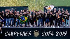 El Valencia se da un baño de masas por la Copa