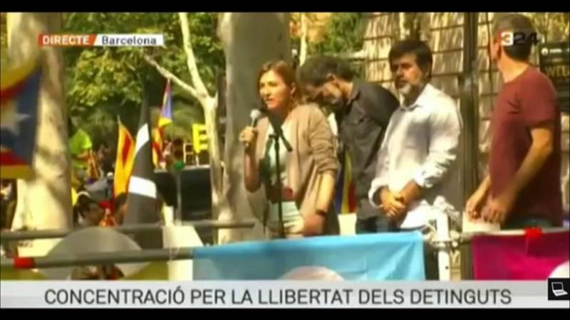 Forcadell pide a la gente concentrada ante el TSJC que vayan a votar el 1-O