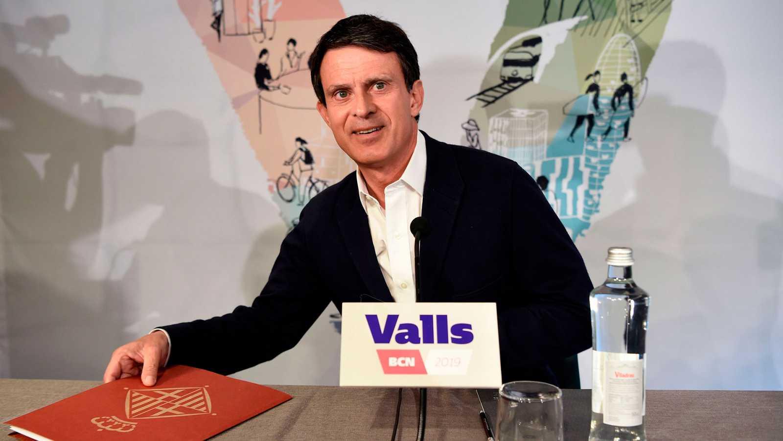 Valls ofrece sus concejales a Colau y Collboni para evitar que haya un alcalde independentista en Barcelona