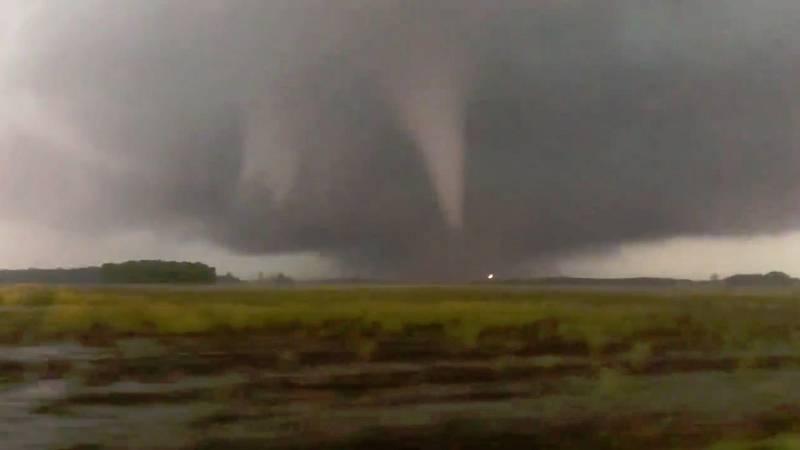 Más de 500 tornados han azotado Estados Unidos en el último mes... Hay graves destrozos, más de un centenar de heridos y en Ohio una persona ha muerto después de que un tornado lanzara el coche contra su casa...