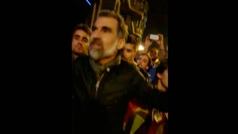 Jordi Cuixart pide a la gente que se marche de la concentración ante la Conselleria de Economía el 20S