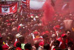 Madrid se llena de hinchas con los colores del Liverpool y el Tottenham
