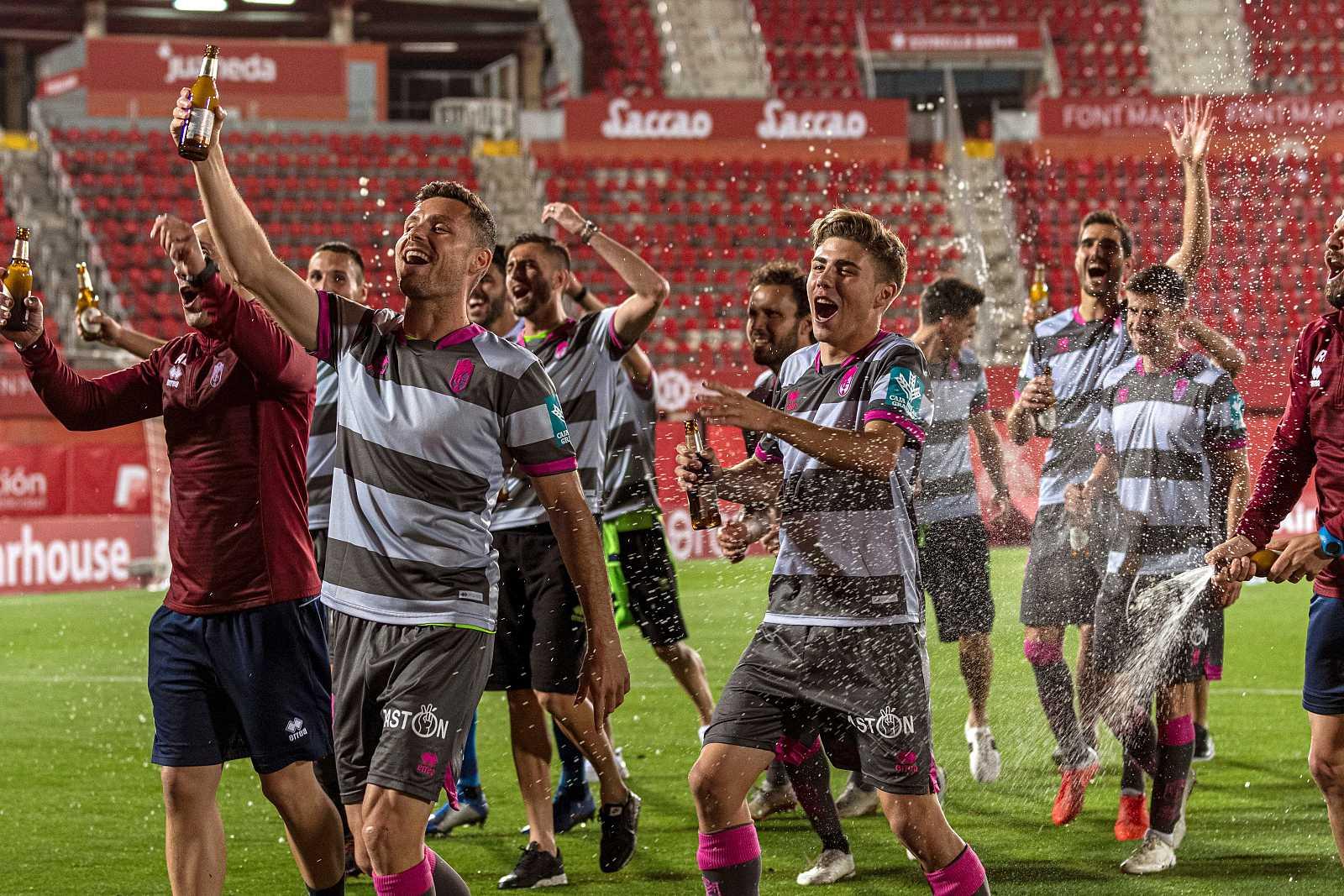 boicotear borgoña Sobrio  Fútbol   El Granada sella su ascenso a Primera con su empate 1-1 en  Mallorca - RTVE.es