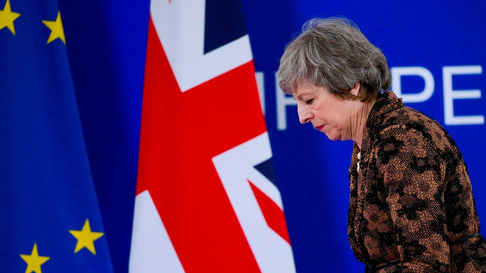 Theresa May dimite devorada por el 'Brexit'