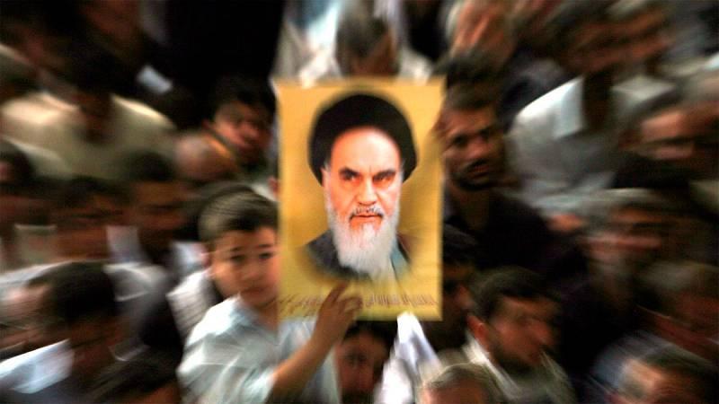 Irán, una revolución transformada 30 años después de la muerte de Jomeini