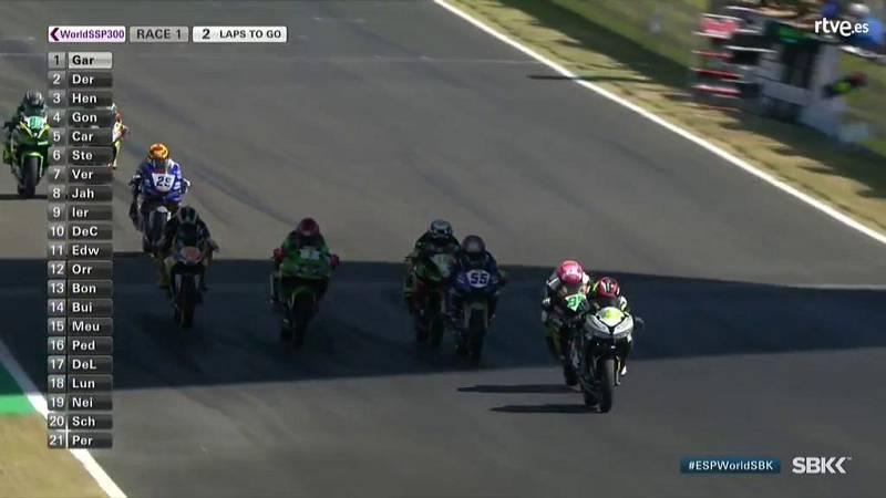Trepidante última vuelta en Supersport 300, acaba primero Marc García y tercera Ana Carrasco