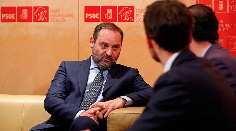El PSOE sigue buscando apoyos para la investidura de Sánchez y no descarta que Podemos entre en el Gobierno