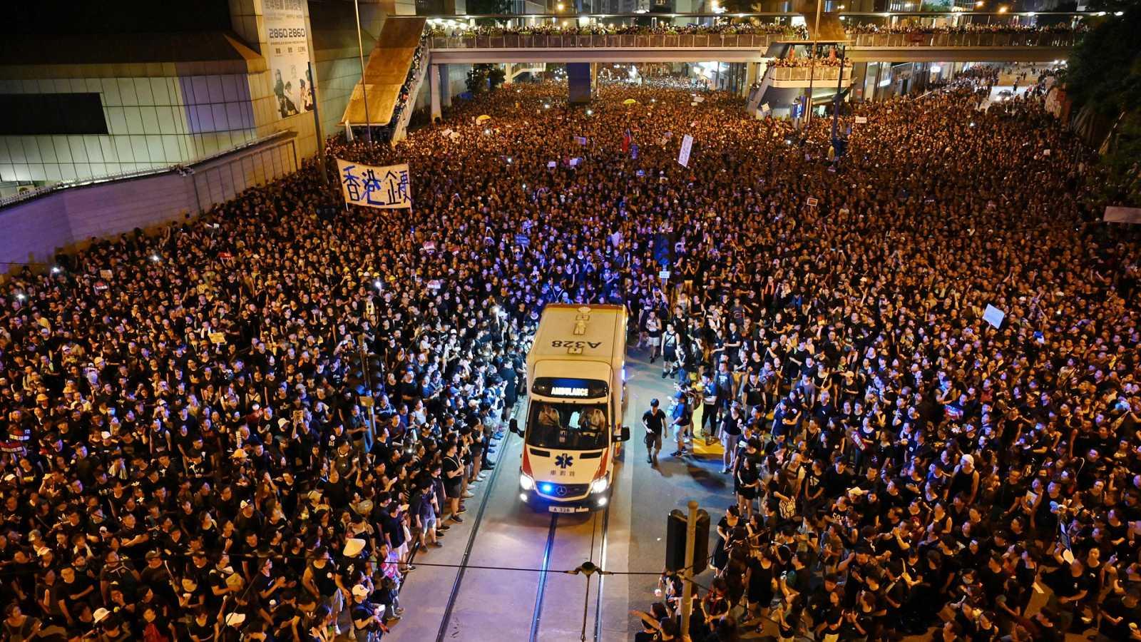 Resultado de imagen para Fotos del domingo de las manifestaciones en el centro de Hong Kong,