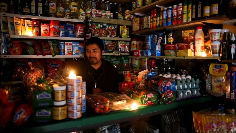 Argentina recupera la electricidad tras el histórico apagón de este domingo