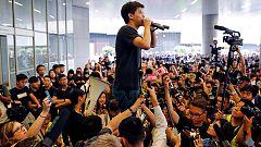 """El líder de los """"paraguas amarillos"""" sale de prisión y pide la dimisión de Carrie Lam"""