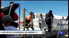 La vida de los rescatados por el 'Aquarius' un año después