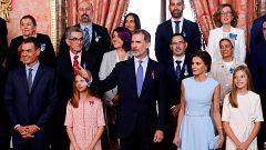 El rey concede las medallas al Mérito Civil en el quinto aniversario de la proclamación