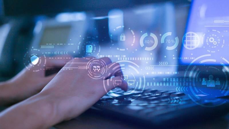 Un millón de ordenadores de todo el mundo con sistema Windows son vulnerables a una nueva ciberamenaza. Se le ha bautizado como Bluekeep. En España puede haber hasta 34.000equipos expuestos. El parche de seguridad está disponible desde hace algo más