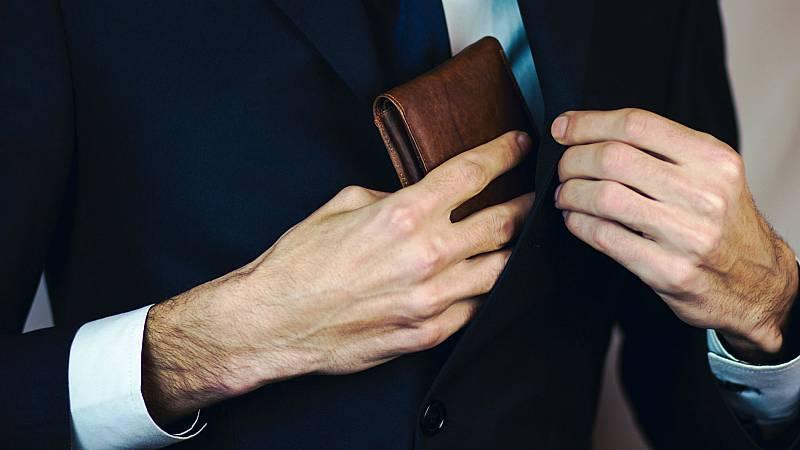 Un experimento asegura que se devuelven más de la mitad de las carteras que se pierden