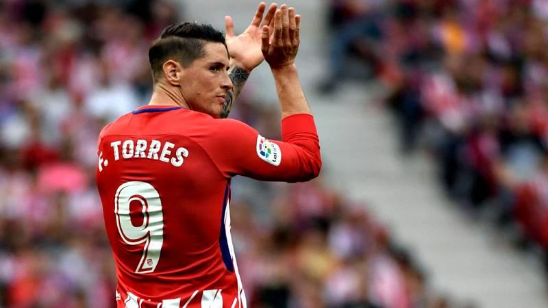 Fernando Torres puso este viernes el punto final a una carrera  futbolística de 18 años desde que debutase con el Atlético hasta que  la haya terminado lejos de casa, en el fútbol japonés, y convertido  como un ídolo de la afición rojiblanca y el aut