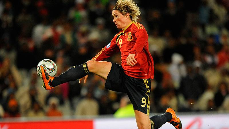 El fundador de su peña, el entrenador que le hizo debutar ysus amigos cercanos han analizado para TVE la retirada de Fernando Torres.