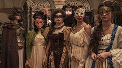 La otra mirada - Los detalles del vestuario del baile de máscaras