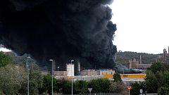 Desalojan el polígono Guadarranque, en San Roque, Cádiz, por un incendio en una fábrica