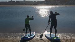 Aquí la tierra - Practicando surf en San Vicente de la Barquera